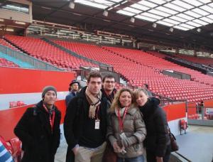 Polaznici škole A2Z na Old Trafford stadionu fudbalskog kluba Manchester United