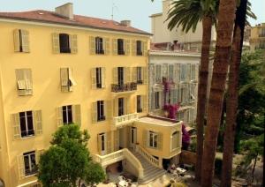 Jezička škola Azurlingva u Nici poseduje akreditacije Univerziteta Sorbone i Rektorata u Nici