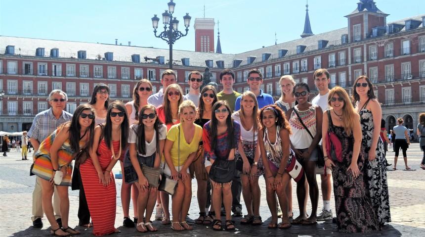 kursevi-spanskog-jezika-u-spaniji-verbalisti-studenti-u-madridu