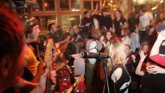 Chambre Neuf bar u Chamonix u Francuskoj, popularan po živim svirkama