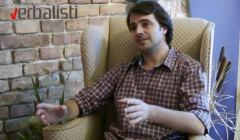 Ivan Tomic prepevava srpsku narodnu na engleski jezik