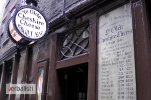 Ulaz u londonski pab Ye Olde Cheshire Cheese