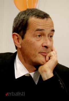 Dzulijan Farino (Julian Farino)