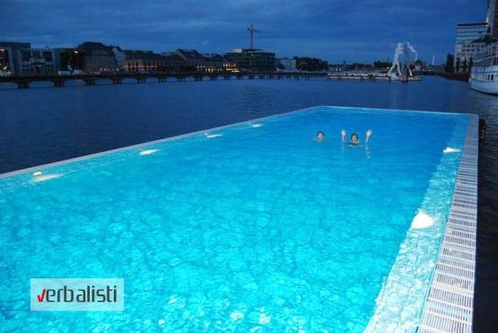 Jedna od večernjih aktivnosti je i kupanje u bazenu Badeschiff koji je izgrađen znad reke Spree