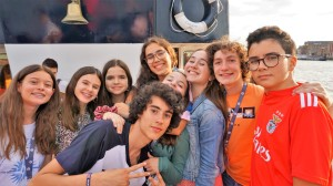 Thames River cruise, Verbalists students