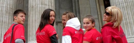 Teen grupa Verbalista koja je učila engleski u Londonu