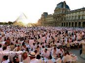 Turisticka putovanja i tajna vecera u belom u Parizu, Luvr