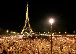 Tajna vecera u Parizu nocu, Ajfelova kula