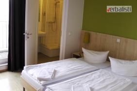 Izgled dvokrevetne sobe u hostelu Meininger