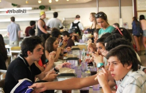 U univerzitetskom restoranu