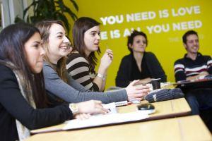 Polaznici jezicke mreze Verbalisti na casu u skoli lila u Liverpulu