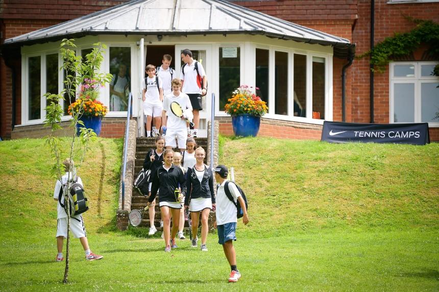 Teniski kampovi u Engleskoj, jezicka mreza Verbalisti
