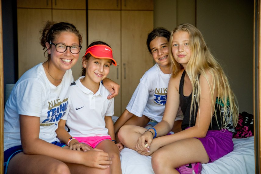 young-tennis-players-nike-camp-verbalists