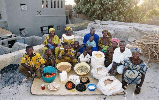 Porodica u Maliju i njihova trpeza