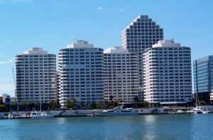 Skup zgrada kompleksa Kompleks The Four Ambassadors, Majami, Florida