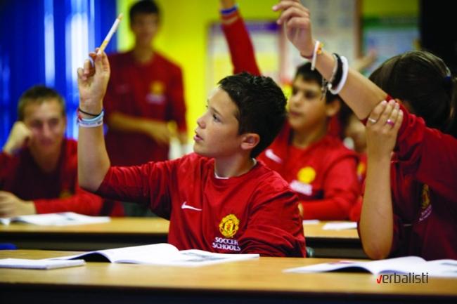 Skola fudbala Manchester United i casovi engleskog, Verbalisti