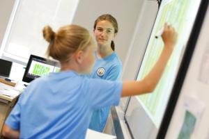 Skola fudbala za devojcice, Man City i Connell College