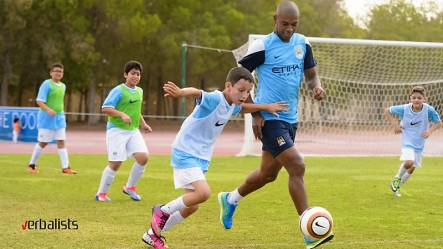 fernandinho-na-treningu-sa-najmladjim-kategorijama-man-city-football-academy-verbalisti
