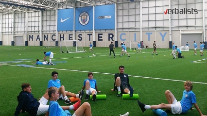 football-schools-manchester-city-young-players-recovering-verbalisti
