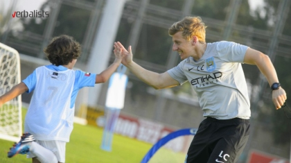 iskusni-i-sertifikovani-treneri-man-city-soccer-and-language-schools-verbalisti