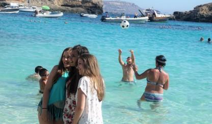 Mina, Milica i Aleksandra, Blue Lagoon