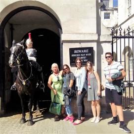 Sa konjickom strazom u Whitehall ulici